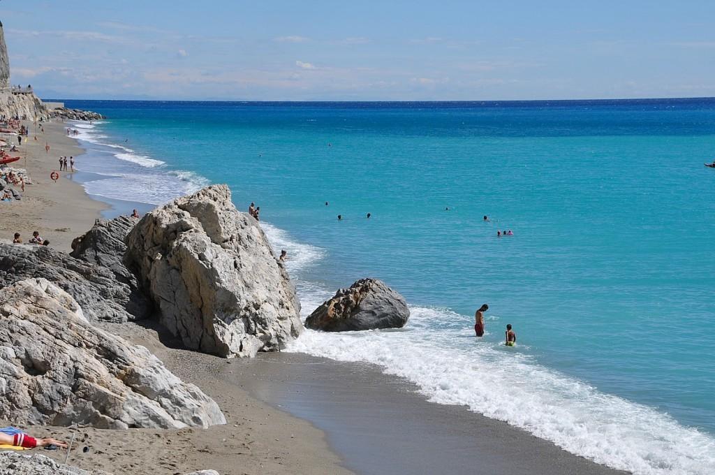 Hotel sul mare a finale ligure con spiaggia con piscina :: hotel medusa